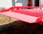 6) il materiale per il ponte di ingresso (il punto di contatto del la rampa e del camion) è una piastra corazzata con uno spessore fino a 20 mm, che garantisce una grande affidabilità in un uso intenso.