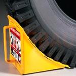 1. Un set di 4 sollevatori su 100 mm — consente di aumentare ulteriormente l'altezza del trasporto se l'ascensore standard non è sufficiente per lavorare dal magazzino.