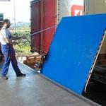 3. Ponte di carico meccanico: fornisce una connessione tra il cancello del magazzino e il pavimento del camion.